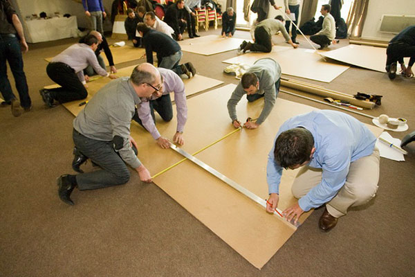 ben hur challenge team building construction de chars en carton. Black Bedroom Furniture Sets. Home Design Ideas